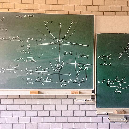 12 von 12 - Juni 2014 - Mathe - Arschloch - Oberstufe - kein Spaß - Exponentialgleichungen
