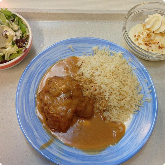 12 von 12 - Februar 2014 - Essen - Mensa - Puten-Cordon bleu mit Reis, Salat und Nachtisch