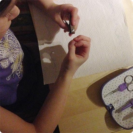 12 von 12 - Januar 2014 - Fingernägel schneiden - Kind selbst