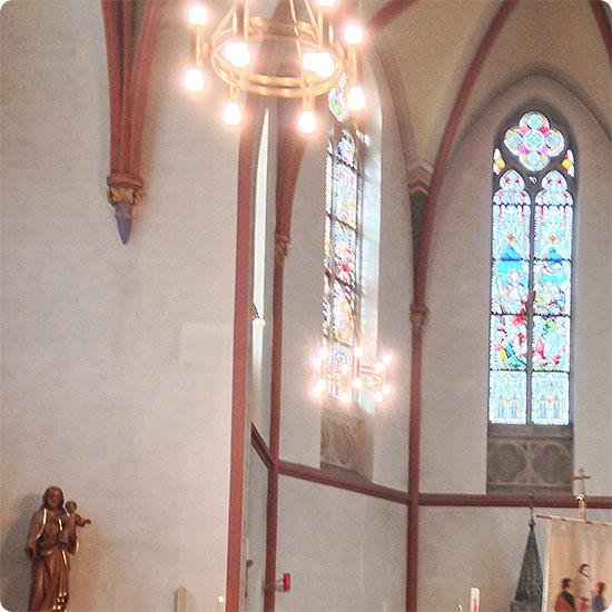 12 von 12 - April 2015 - Kirche zur Erstkommunion