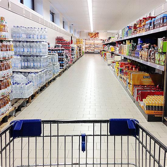 12 von 12 - Januar 2015 - Einkaufen im Supermarkt - fast leer