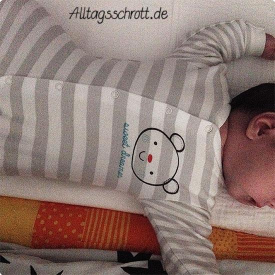 12 von 12 - Juni 2015 - Baby im Beistellbettchen