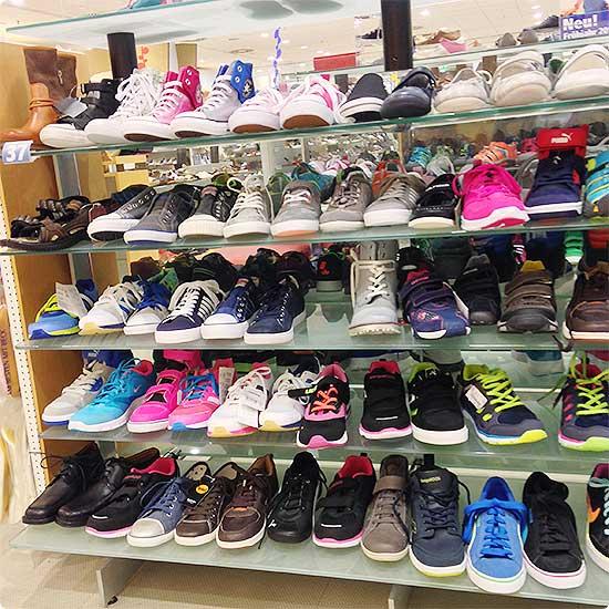 12 von 12 - März 2015 - Schuhe im Schuhladen