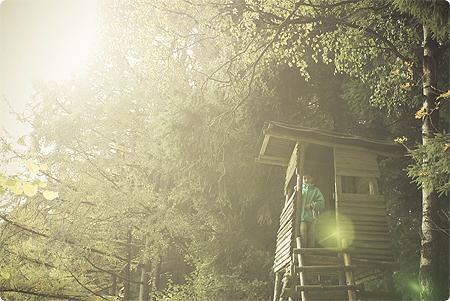 Waldspaziergang - Herbst 2013 - Wald - Kind - Hochsitz - klettern