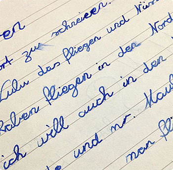 Linkshänderin - die Schrift in der 3. Klasse