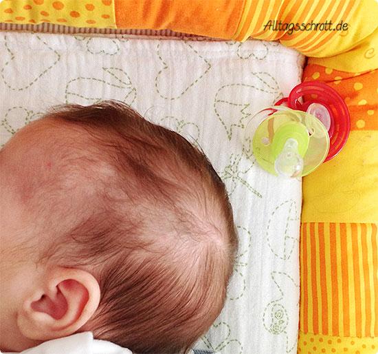 Wochenende in Bildern - Baby im Bettchen