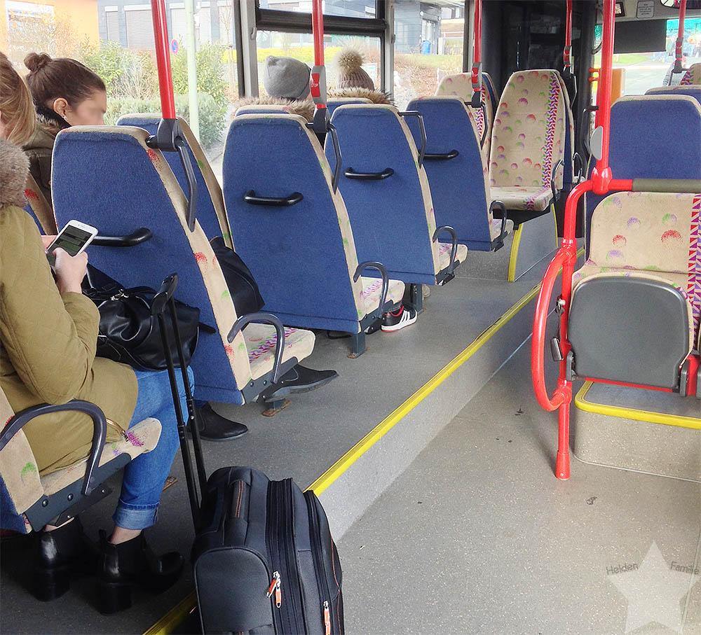 12von12 - Februar 2016 - Studenten fahren mit Koffern zu ihren Eltern