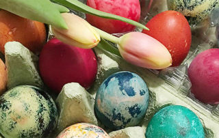 Geschenke zu Ostern - gefärbte Ostereier