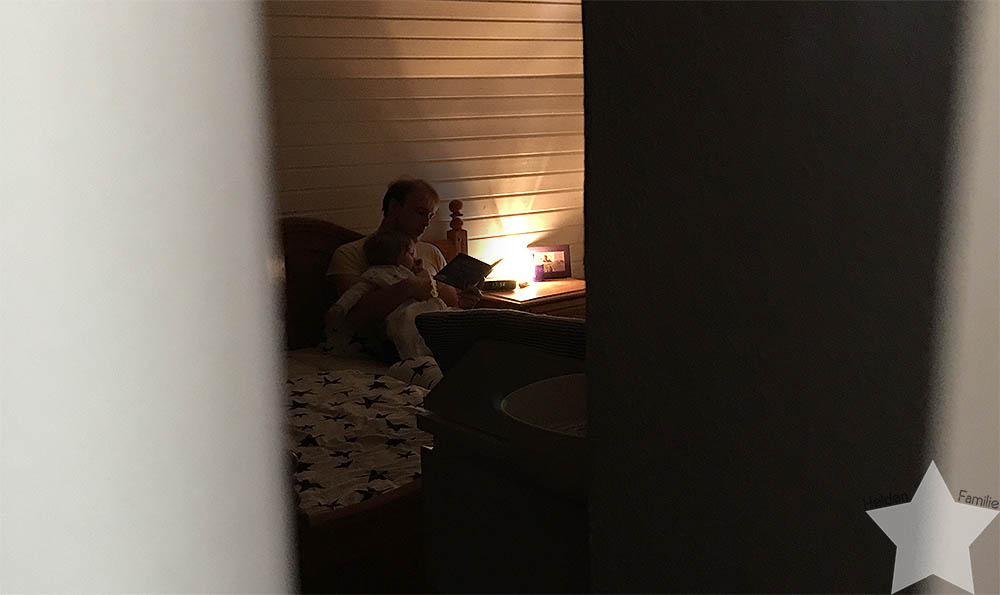 Wochenende in Bildern - Der Mann ließt dem Baby vor