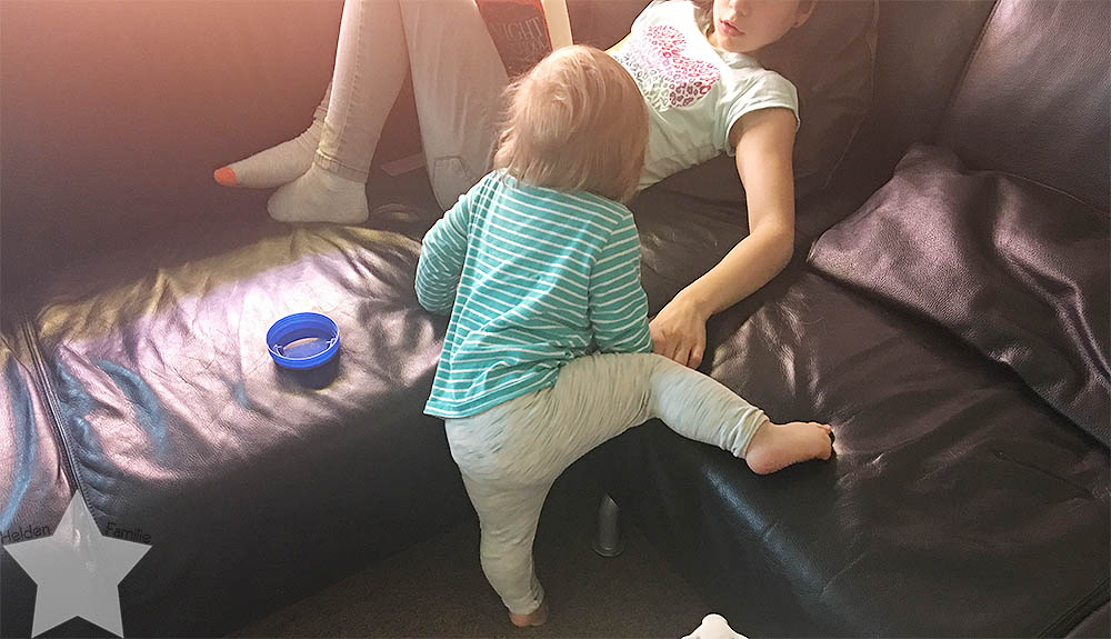 12 von 12 im Juni - kleine Schwester nervt große Schwester
