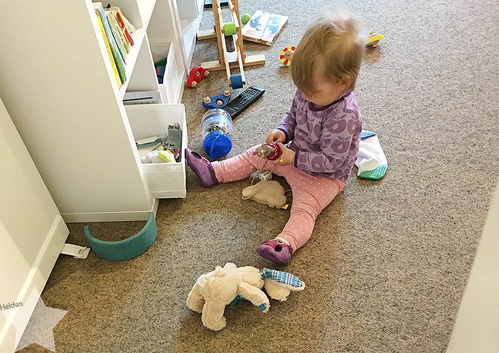 Wochenende in Bildern - Baby spielt alleine