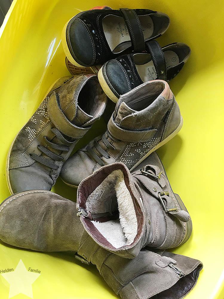 Pool-Party am Samstag - Schuhe zum Verkauf