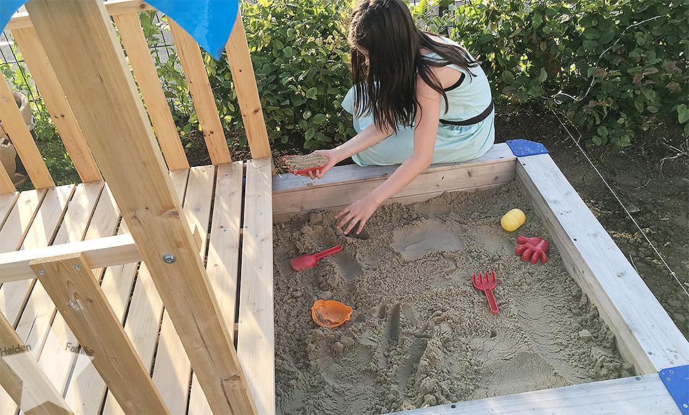 Wochenende in Bildern - Gartenidylle - großes Kind im Sandkasten
