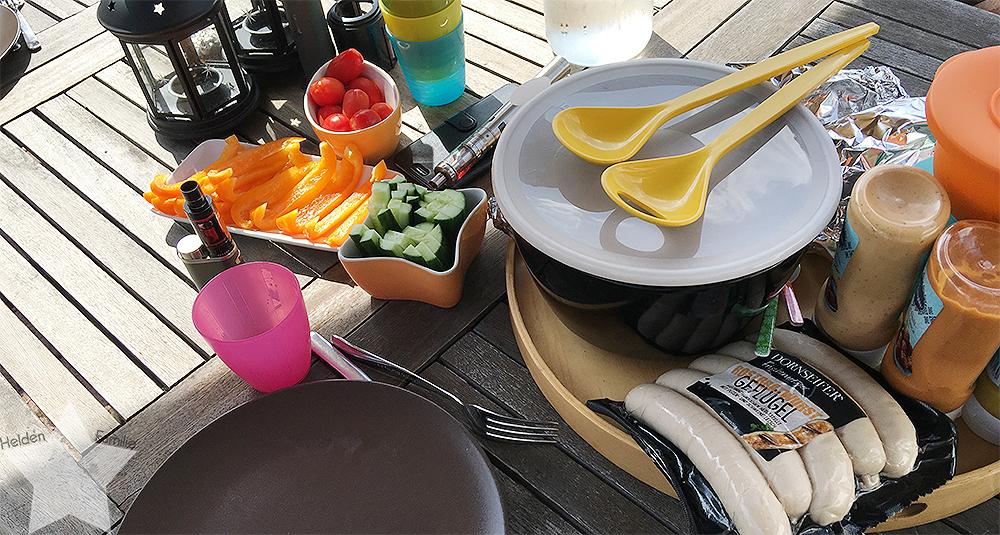 Wochenende in Bildern - Gartenidylle - Tisch decken fürs Grillen