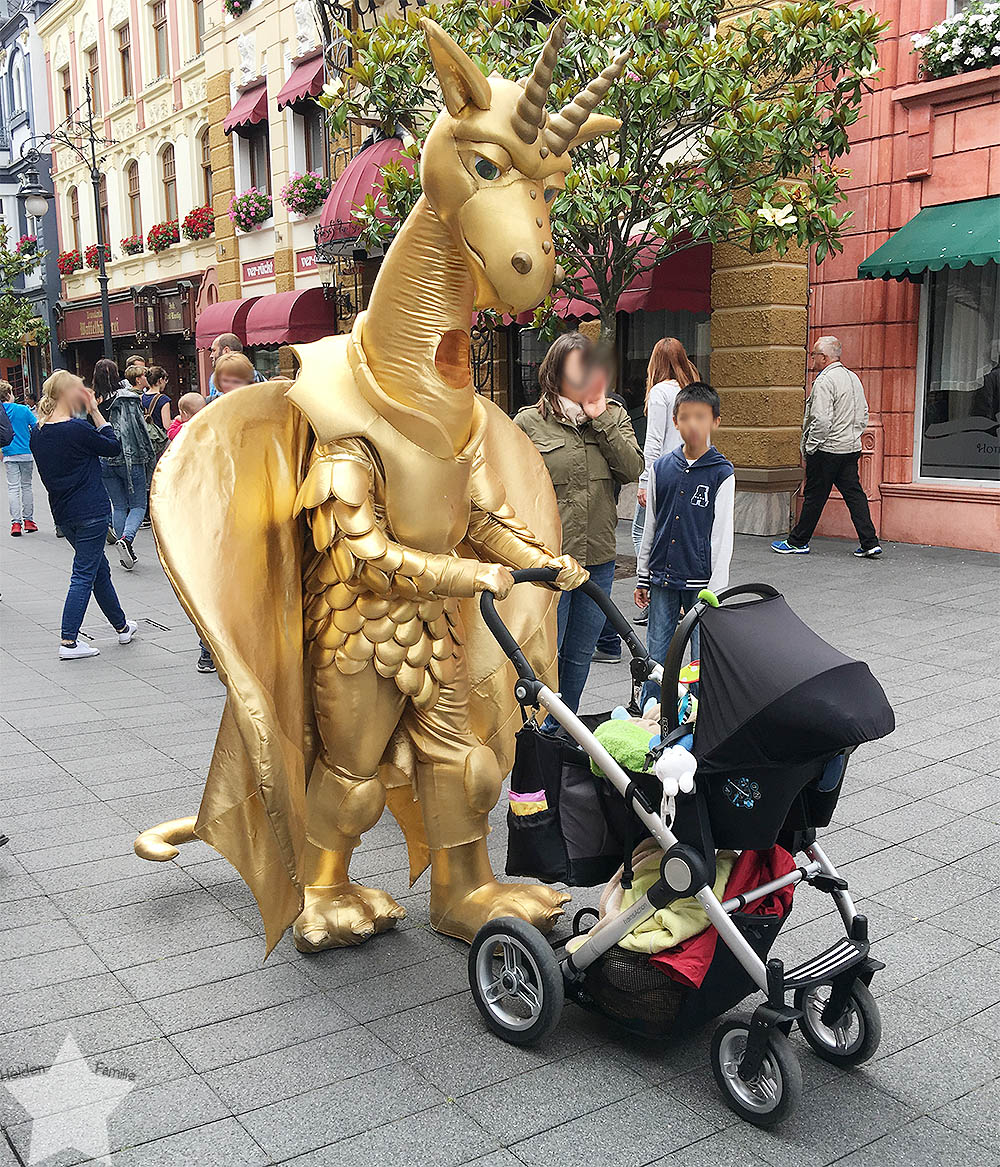 Phantasialand - Wochenende in Bildern - Drache mit Kinderwagen