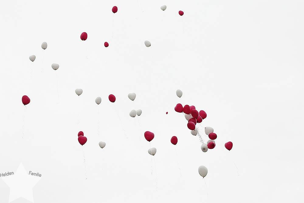 Wochenende in Bildern - pinke Hochzeit -  Luftballons fliegen gen Himmel