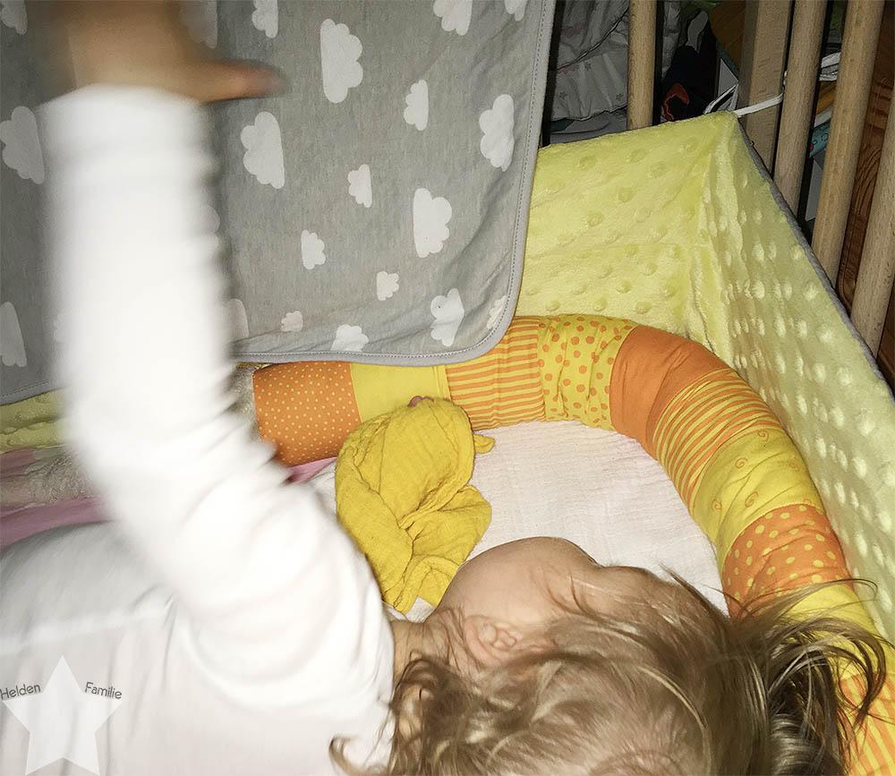 Wochenende in Bildern - pinke Hochzeit - Baby dreht im Bett auf