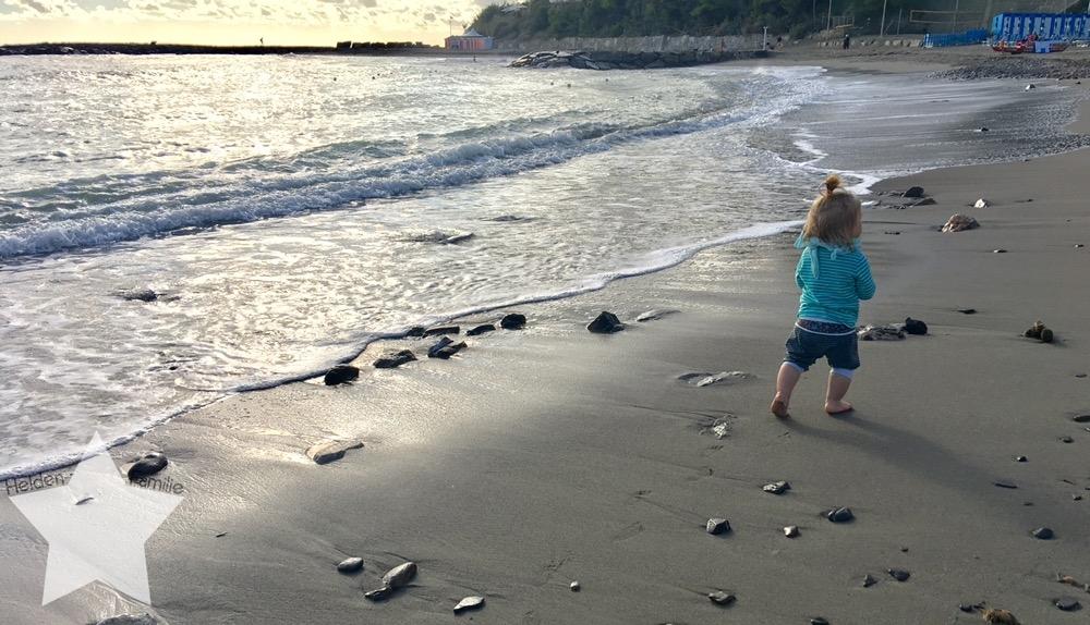 Wochenende in Bildern - Urlaub in Ligurien - Kleinkind am Meer