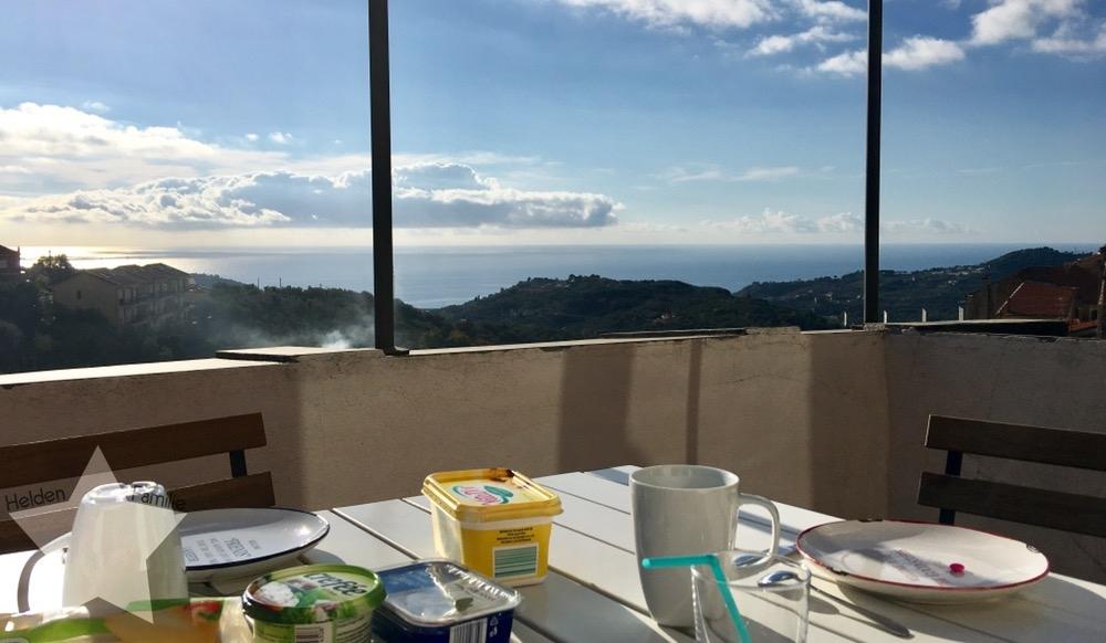 Wochenende in Bildern - Urlaub in Ligurien - Frühstück auf der Dachterrasse