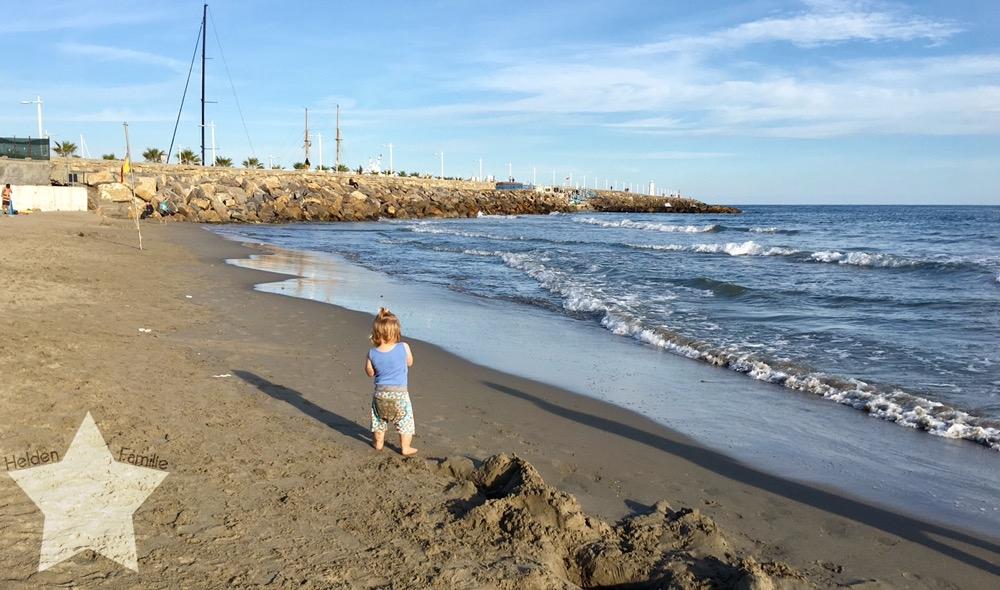 Wochenende in Bildern - Urlaub in Ligurien - Lotte spielt am Meer