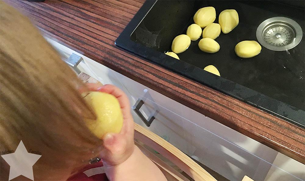 Wochenende in Bildern - Sonntagsentspannung - Lotte isst rohe Kartoffeln