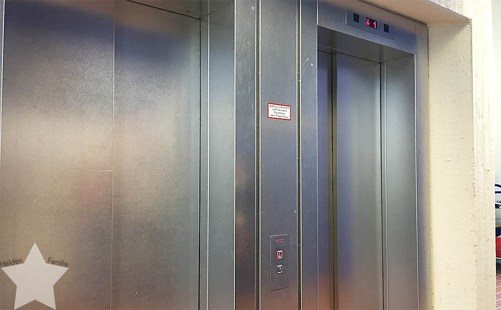Langer Uni-Tag - Aufzug