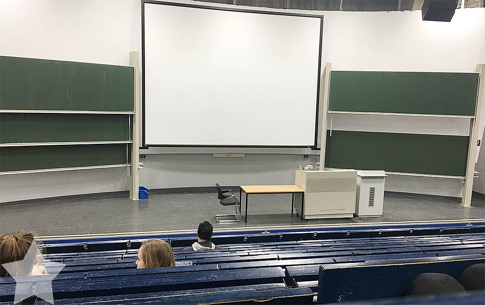 Langer Uni-Tag - freie Platzwahl im blauen Hörsaal