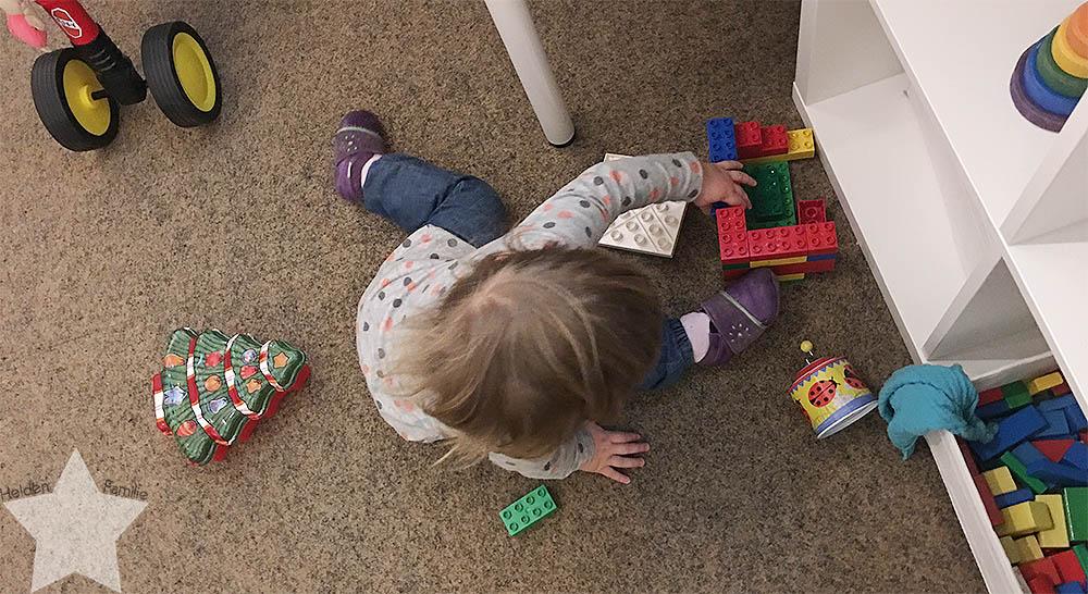 Wochenende in Bildern - Putzaktion & Babyvorbereitungen - Kleinkind spielt