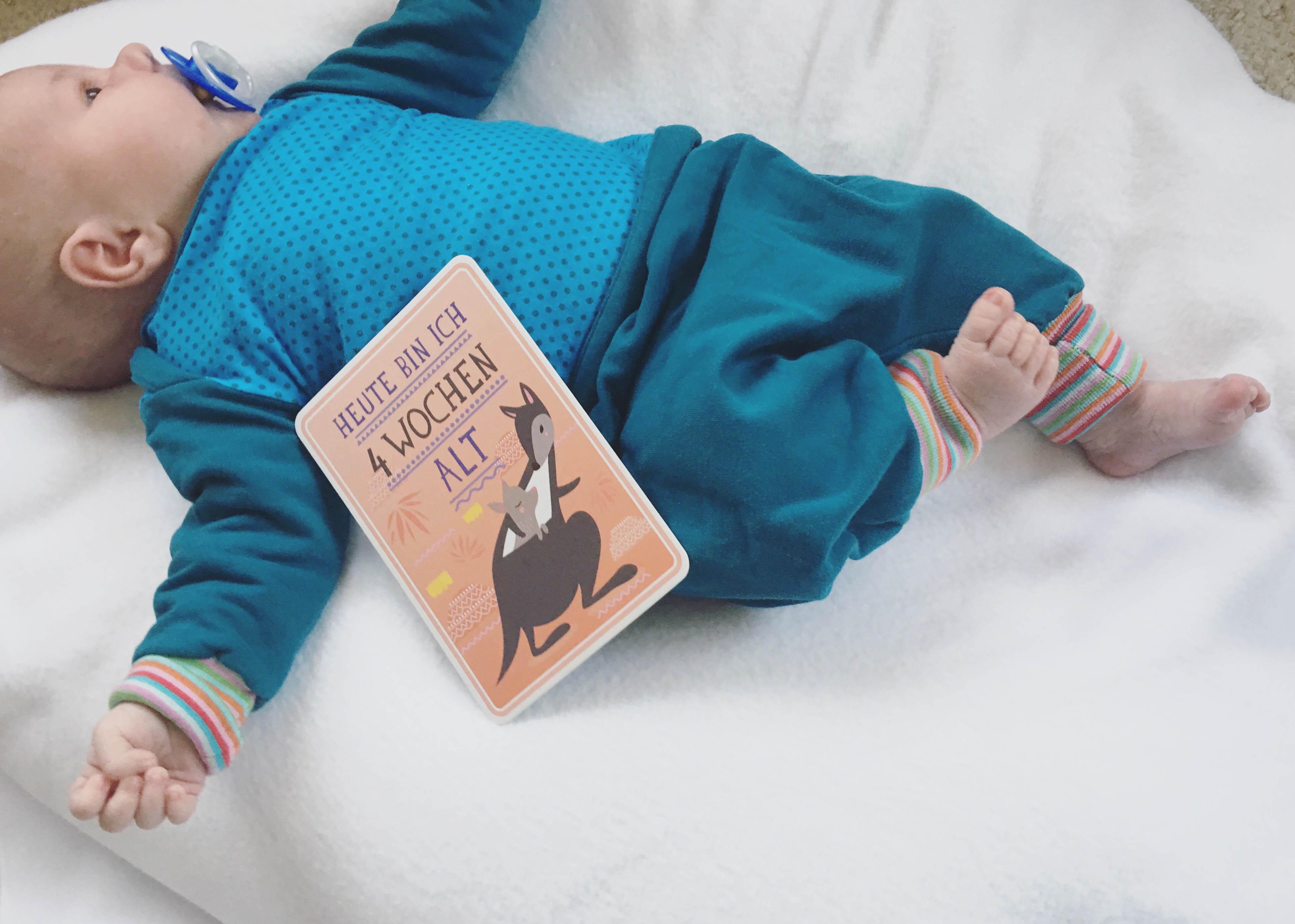 Familienalltag mit 3 Kindern - 4 Wochen - 1 Monat Baby