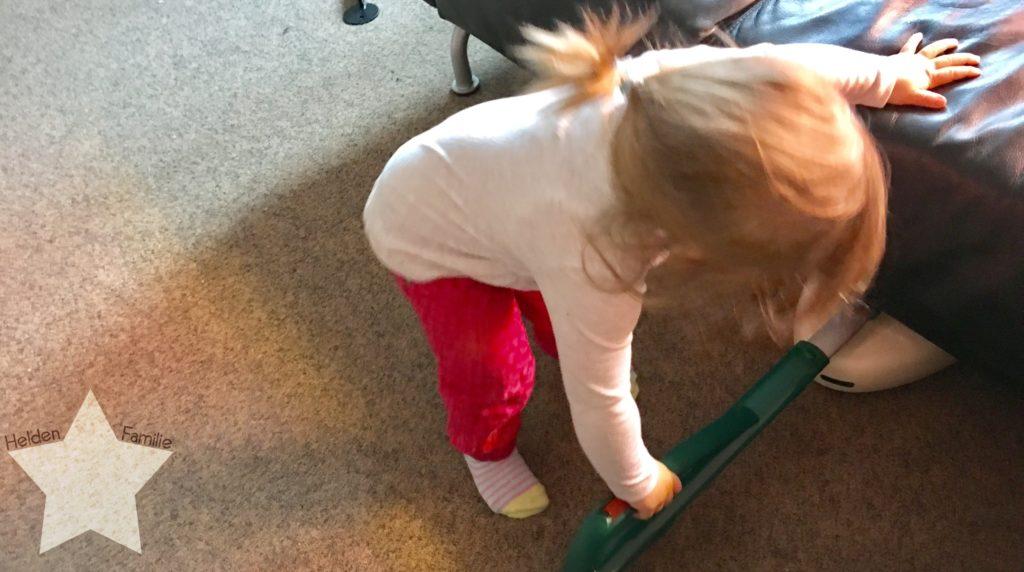 Wochenende in Bildern und 12von12 - Babyflausch - Kleinkind saugt staub