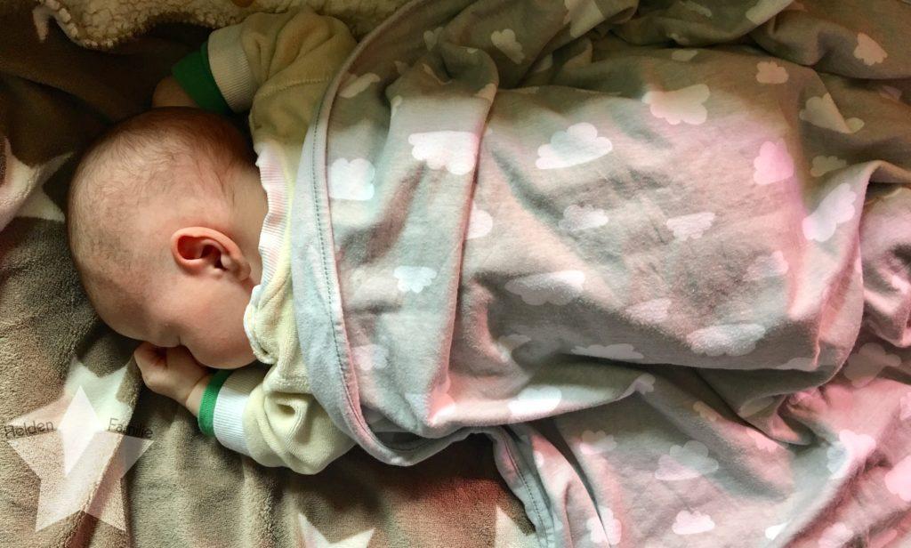 Wochenende in Bildern - Schlafdefizit & Familienzeit - Baby schläft