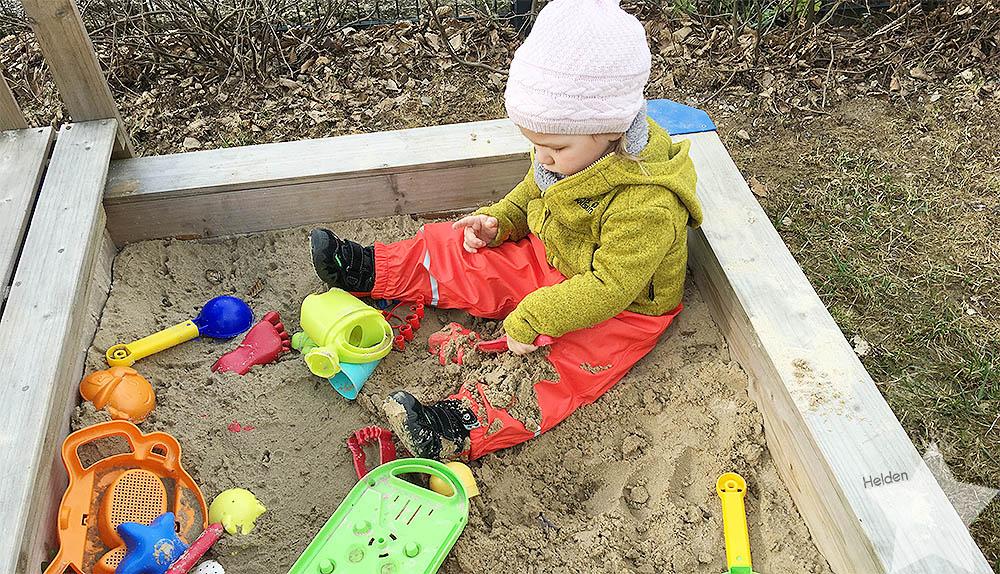 Wochenende in Bildern - Kinderkram und Haushalt - Kleinkind im Sandkasten