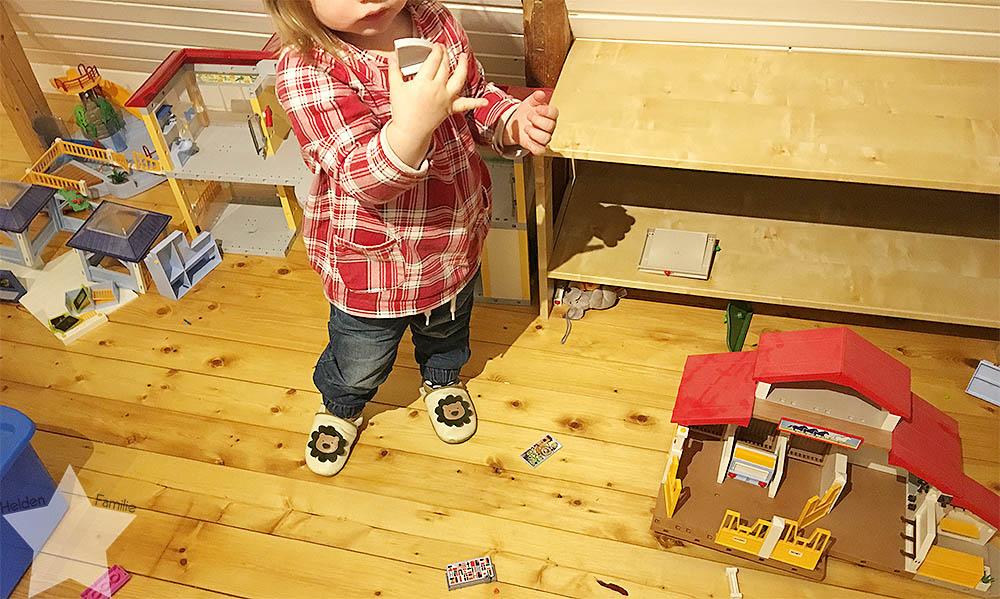 Wochenende in Bildern - Kinderkram und Haushalt - Kleinkind spielt Play#mobil