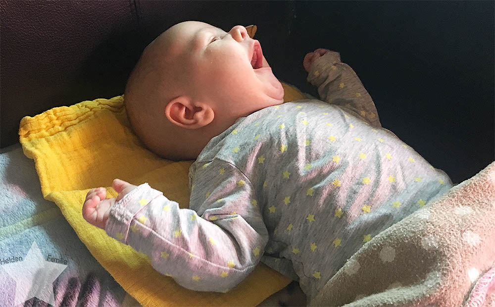 www-helden-familie.de | krank und schlaflos - Wochenende in Bildern - Baby gähnt