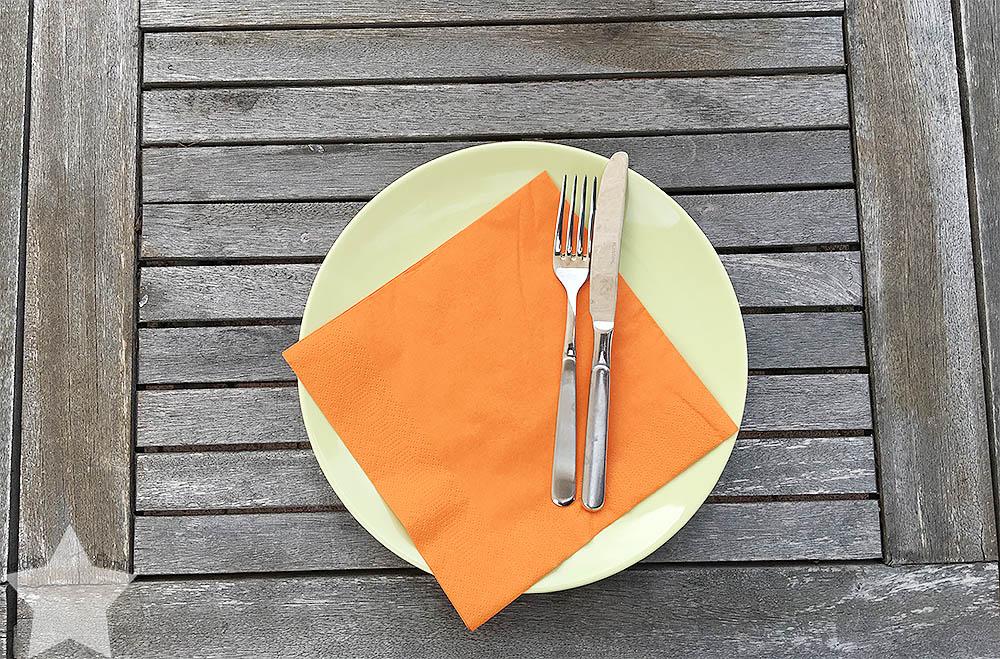 Angrillen und Sonntagseinladung - Wochenende in Bildern - www.helden-familie.de - Teller und Besteck