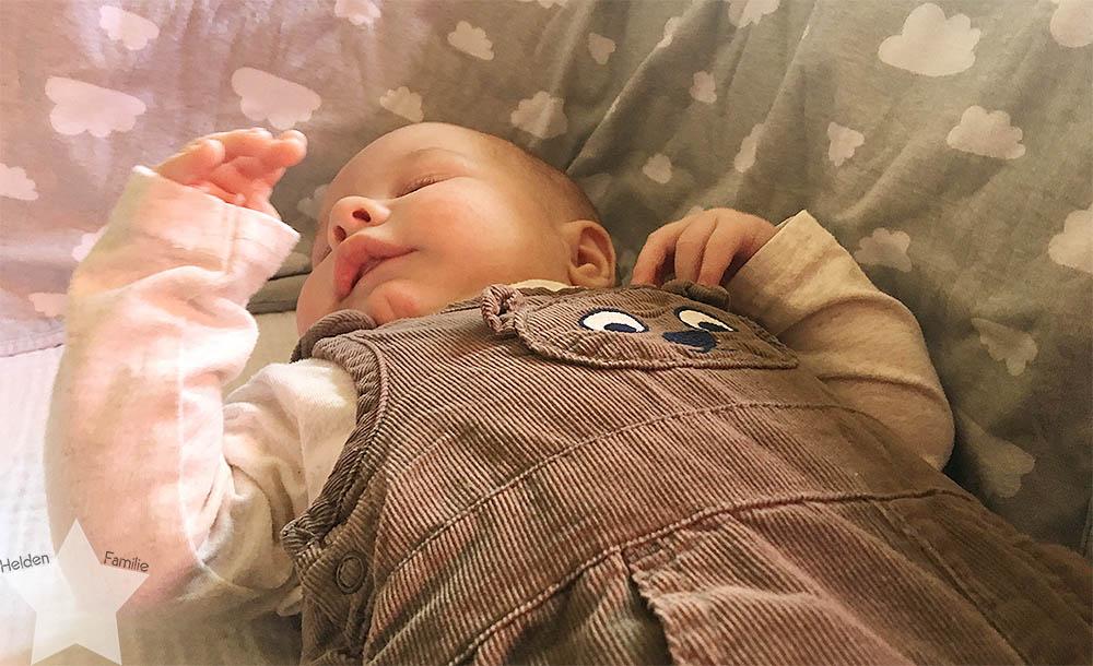 Angrillen und Sonntagseinladung - Wochenende in Bildern - www.helden-familie.de - Baby schläft alleine ein