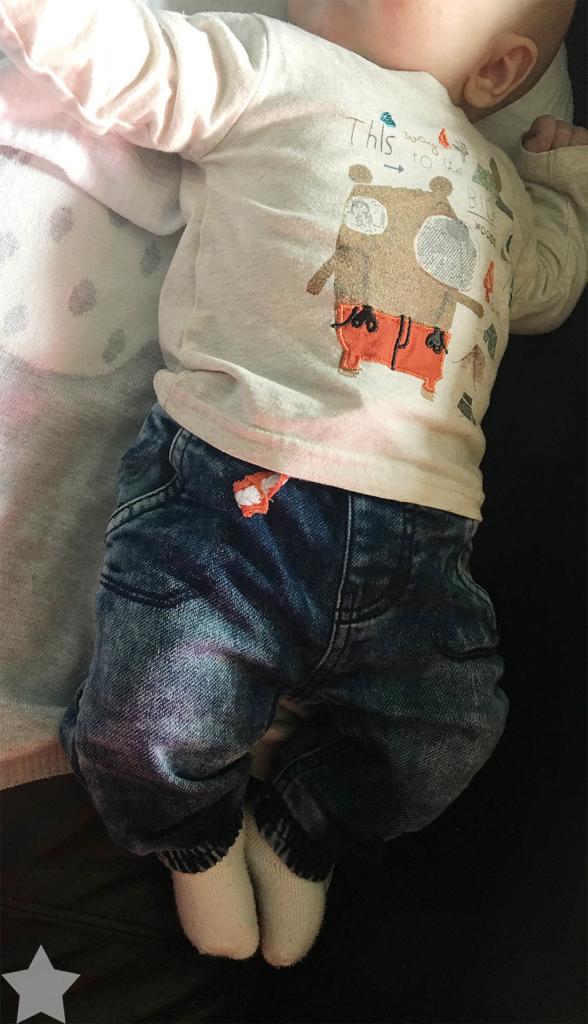 Angrillen und Sonntagseinladung - Wochenende in Bildern - www.helden-familie.de - Baby in Jeans