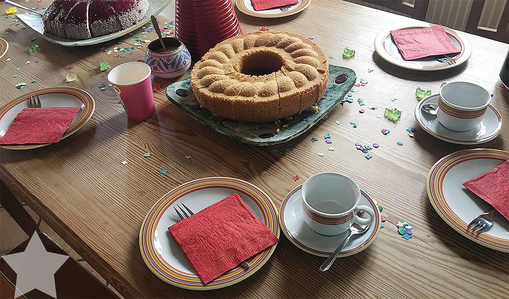 Angrillen und Sonntagseinladung - Wochenende in Bildern - www.helden-familie.de - Kaffeetafel