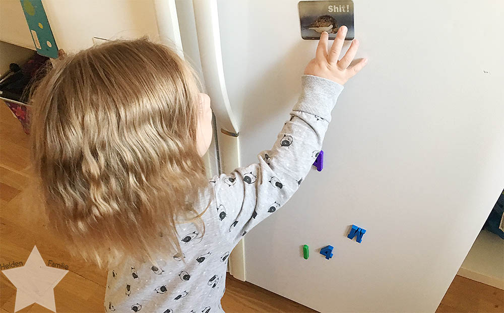 Angrillen und Sonntagseinladung - Wochenende in Bildern - www.helden-familie.de - Kleinkind spielt