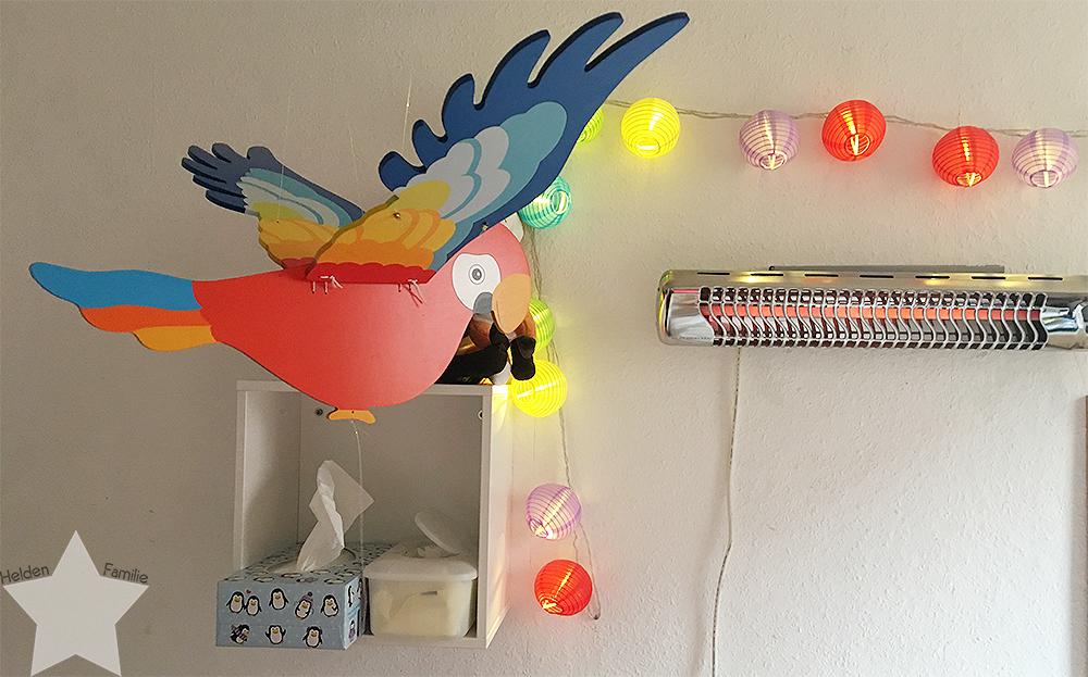 Ostern in Bildern - Papagei im Wickelzimmer