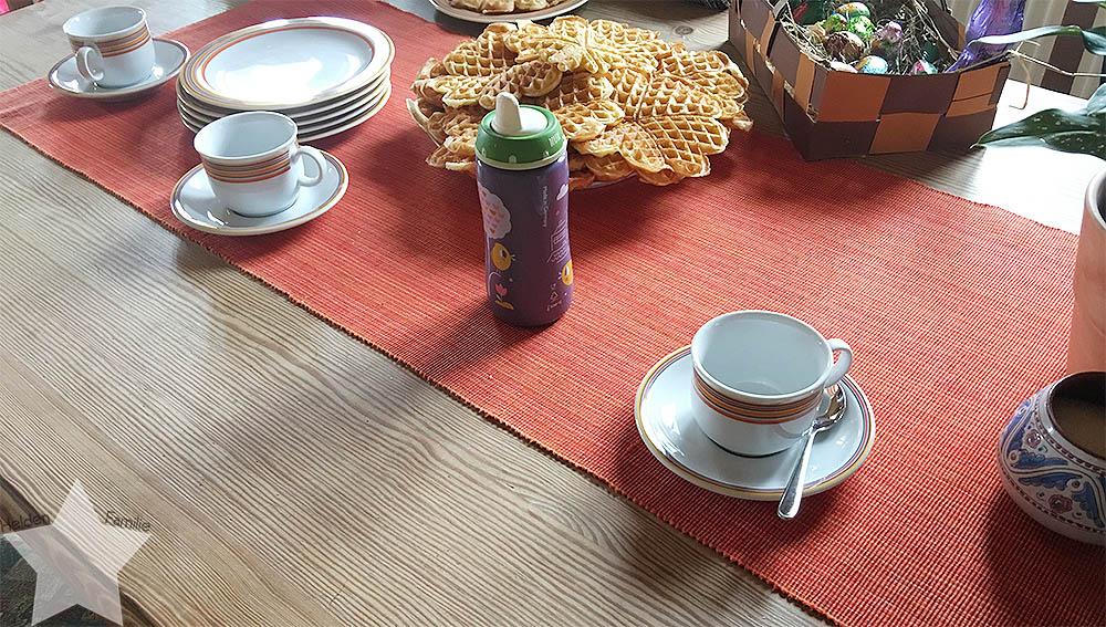 Ostern in Bildern - Waffeln und Tee bei der Oma
