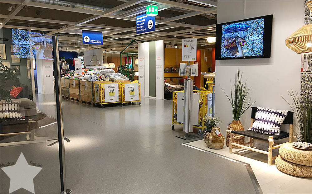 12 von 12 April - bei IKEA - leerer IKEA