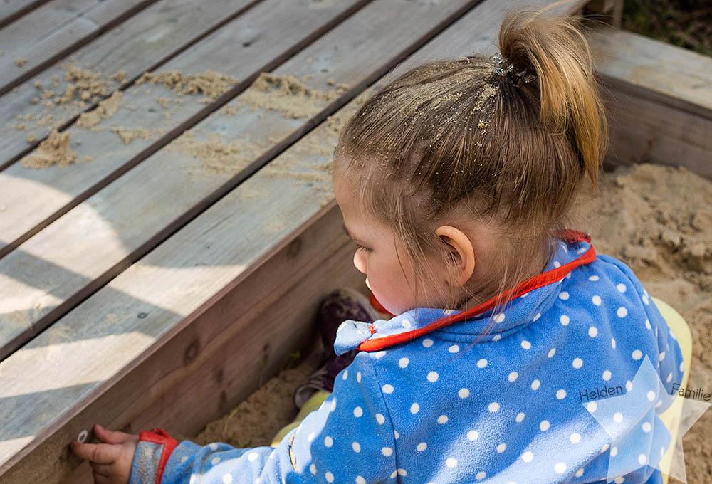 Wochenende in Bildern - Kleinkind mit Sand im Haar