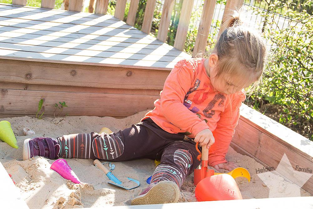 Wochenende in Bildern - Geburtstagsvorbereitungen & Muttertag - Kleinkind im Sandkasten
