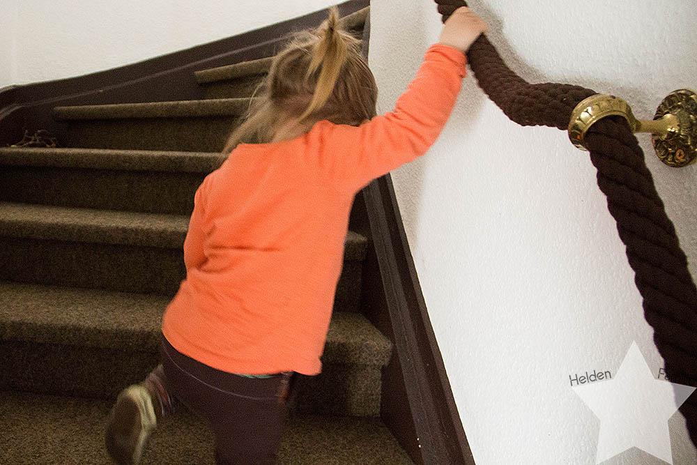 Wochenende in Bildern - Geburtstagsvorbereitungen & Muttertag - Kleinkind läuft Treppe