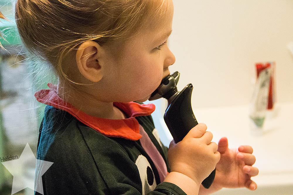 12von 12 - Morgenroutine - Kleinkind rasiert sich selbst