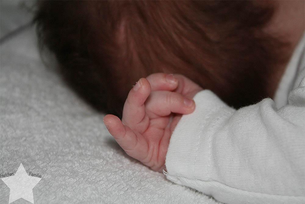 Bedürfnisorientiert Erziehen - Babyhand