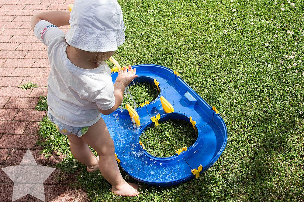 Der Sommer ist zurück! - Kleinkind am Waterplay