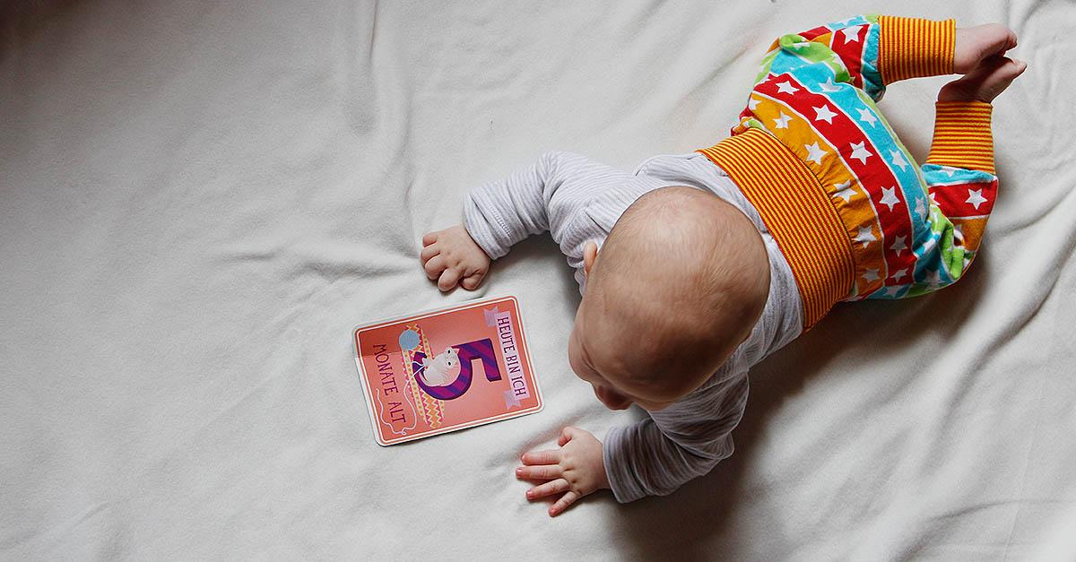 5 Monate Jona - Drehen, Lachen, ganz schlecht Trinken