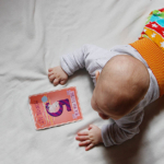 5 Monate Jona – Drehen, Lachen, ganz schlecht Trinken